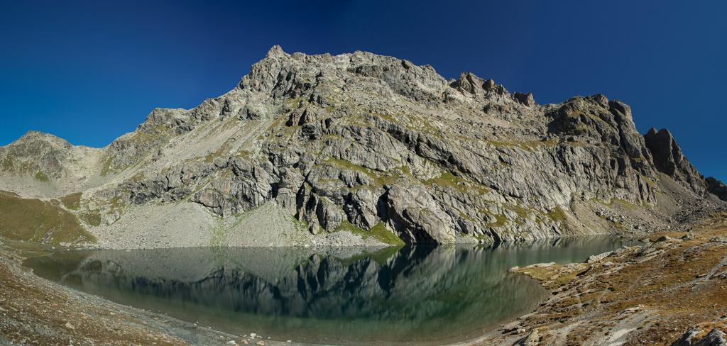 Piz Grevasalvas (2932m) über dem Lägh dal Lunghin, dem Ursprun